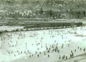 websimpson-ski-slope,-train,-people,-gale-001